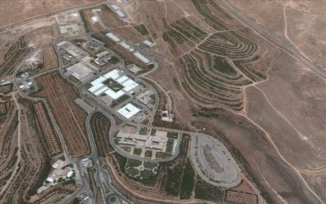Una vista de Google Earth de una instalación científica siria en Jamraya, cerca de Damasco, antes de que fuera atacada por aviones de guerra israelíes a fines de enero. (Crédito de la foto: captura de imágenes de Google Earth)