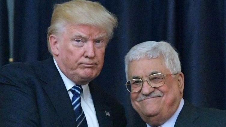 El presidente de EE.UU. Donald Trump, izquierda, y el líder de la Autoridad Palestina Mahmoud Abbas posan para una fotografía durante una conferencia de prensa conjunta en el palacio presidencial en la ciudad de Belén el 23 de mayo de 2017. (AFP / Mandel Ngan)