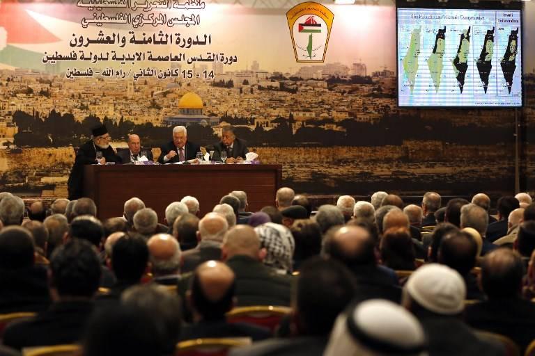 El presidente de la Autoridad Palestina Mahmoud Abbas habla durante una reunión en la ciudad cisjordana de Ramallah el 14 de enero de 2018. (AFP PHOTO / ABBAS MOMANI)