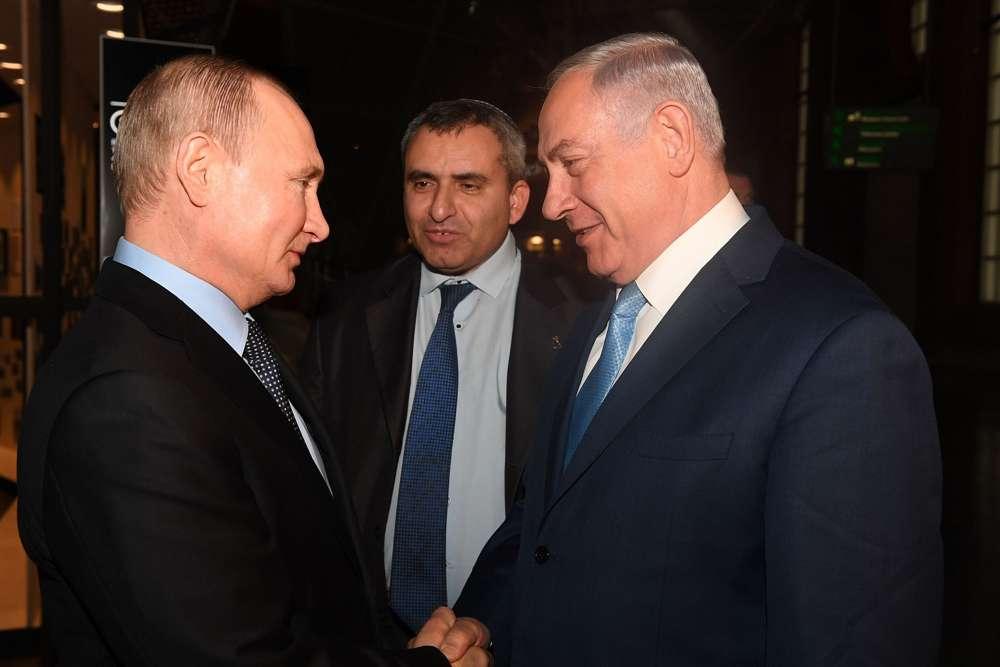El Ministro Benjamin Netanyahu se reúne con el Presidente ruso Vladimir Putin mientras recorren el Museo del Judaísmo y la Tolerancia en Moscú, Rusia, el 29 de enero de 2018. (Kobi Gideon / GPO)