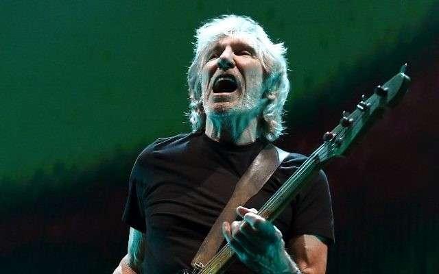 El músico Roger Waters se presenta durante su gira Us + Them en el Staples Center el 20 de junio de 2017 en Los Ángeles, California. (Kevin Winter / Getty Images / AFP)