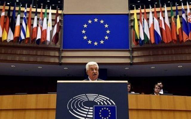 El presidente de la Autoridad Nacional Palestina Mahmoud Abbas pronuncia un discurso en el Parlamento de la Unión Europea en Bruselas el 23 de junio de 2016. (AFP PHOTO / JOHN THYS)