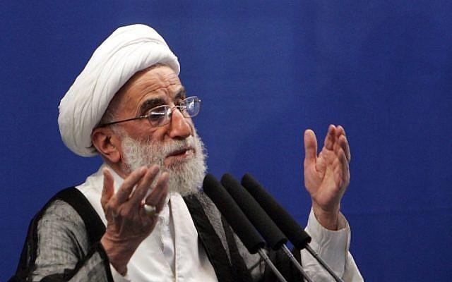 El presidente del Consejo de Guardianes iraníes, Ahmad Jannati, pronuncia el sermón de la oración del viernes en la Universidad de Teherán, 16 de octubre de 2009. (AFP Photo / Behrouz Mehri)