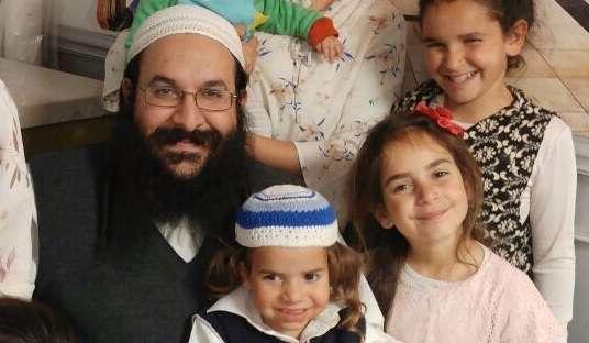 El rabino Raziel Shevach con su familia, en una foto sin fecha (Cortesía de la familia)