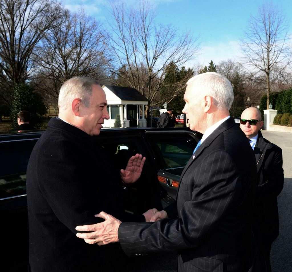 El primer ministro Benjamin Netanyahu se reúne con el vicepresidente estadounidense Mike Pence en Washington DC, 16 de febrero de 2017, (Avi Ohayun / GPO)