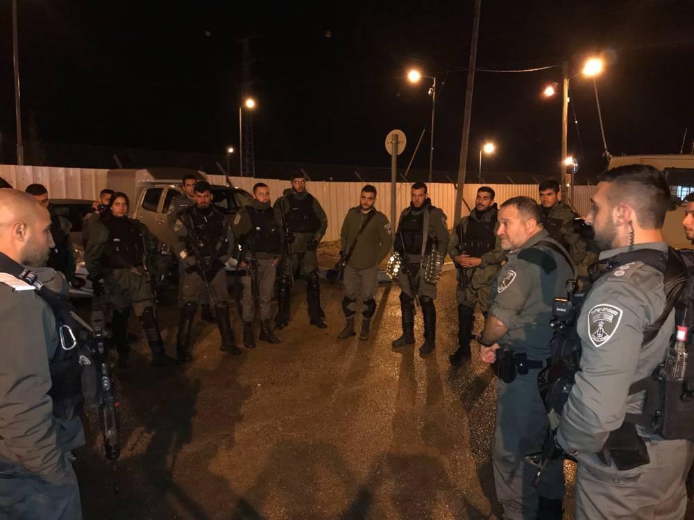 Las fuerzas de seguridad israelíes llevan a cabo redadas en la ciudad de Jenin en busca de los terroristas asesinos árabes del rabino israelí Raziel Shevach el 18 de enero de 2018 (Policía de Israel)