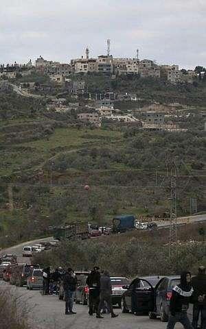 Las fuerzas israelíes cierran una carretera el 10 de enero de 2018