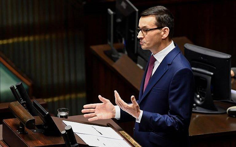 El primer ministro polaco, Mateusz Morawiecki, pronuncia un discurso ante los legisladores en el parlamento de Varsovia el 12 de diciembre. (AFP Photo / Janek Skarzynski)