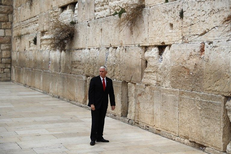 El vicepresidente de los EE.UU. Mike Pence visita el Muro Occidental de Jerusalem el 23 de enero de 2018. (AFP Photo / Thomas Coex)