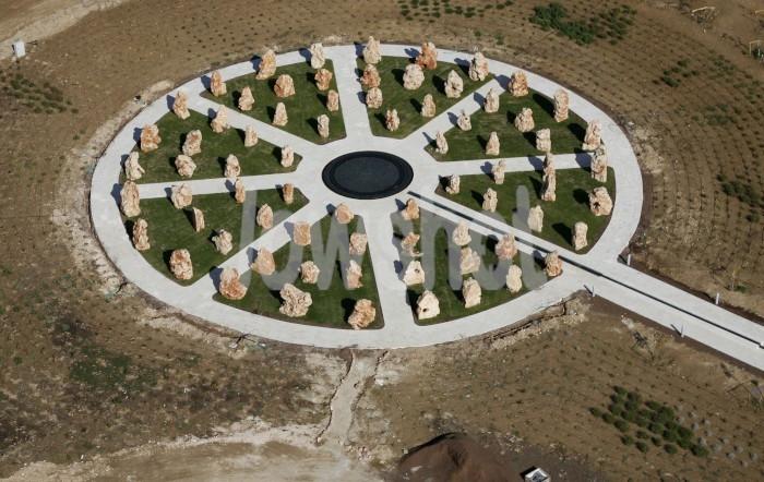 Monumento conmemora a los soldados que murieron en la tragedia de los helicópteros de 1997