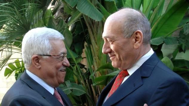 El entonces primer ministro Ehud Olmert y el presidente de la Autoridad Palestina Mahmoud Abbas en Jerusalém, noviembre de 2008. (Crédito de la foto: Moshe Milner GPO / Flash 90)