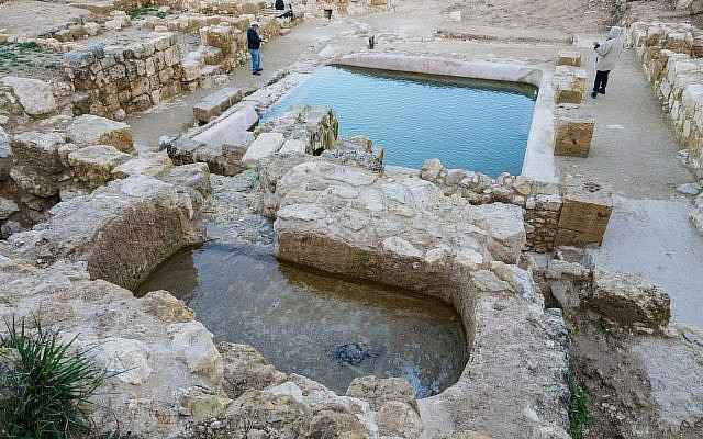 Piscinas de la era bizantina descubiertas en el sitio de Ein Hanya, cerca de Jerusalem, y reveladas al público el 31 de enero de 2018. (Assaf Peretz / Autoridad de Antigüedades de Israel)