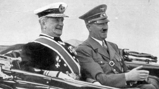 Regente de Hungría Miklós Horthy de Nagybánya con Adolf Hitler, año no especificado (crédito de la foto: Wikimedia Commons)