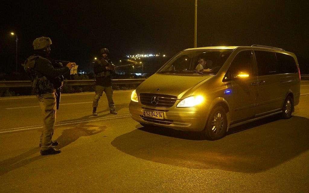 Soldados israelíes establecieron un puesto de control de seguridad en el norte de Judea y Samaria