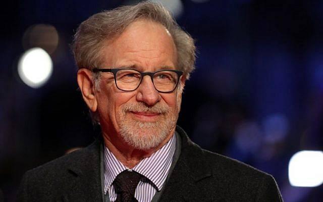 El director de cine estadounidense Steven Spielberg posa en la alfombra roja al llegar al estreno europeo de su película, 'The Post' en Londres el 10 de enero de 2018. (AFP PHOTO / Daniel LEAL-OLIVAS)
