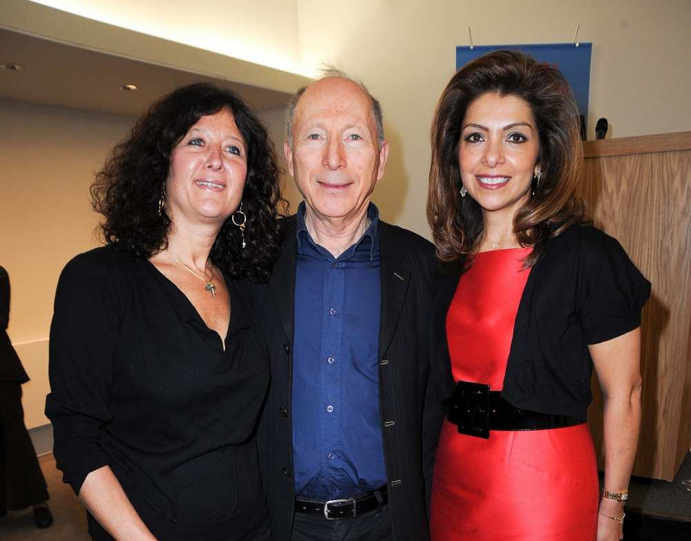 David Sofer (C) en la foto con su esposa Cindy (L) en la recepción de apertura del Museo Judío en Londres el 16 de marzo de 2010. (Desmond O'Neill Features Ltd)