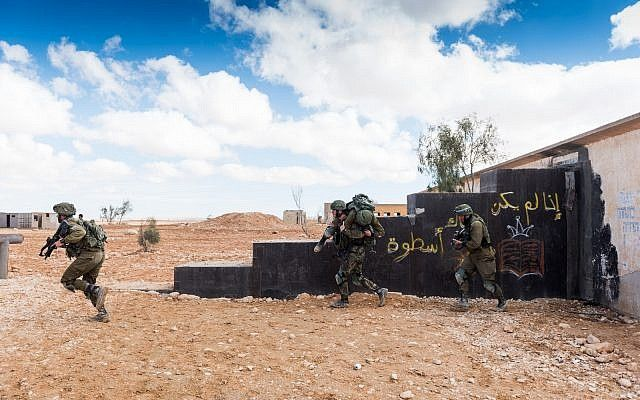 Los soldados de combate israelíes participan en un ejercicio. (Fuerzas de Defensa de Israel)