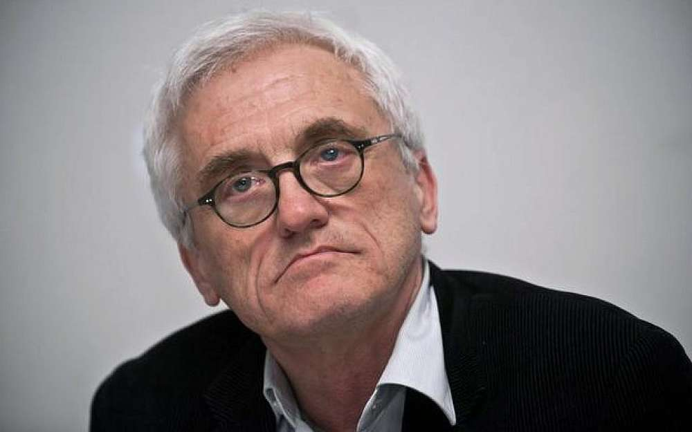 """El autor polaco Jan Tomasz Gross, autor del libro de 2001 """"Vecinos"""", sobre el asesinato de la comunidad judía de Jedwabne por vecinos polacos (East News)"""