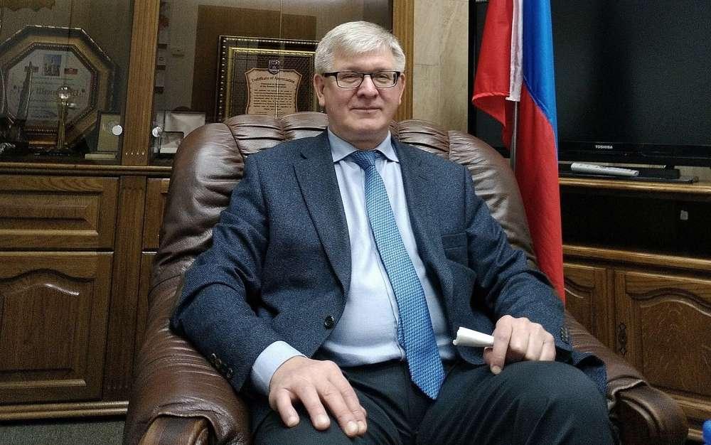 El embajador adjunto de Rusia en Israel, Leonid Frolov, en la Embajada de Rusia en Tel Aviv, el 12 de febrero de 2018 (Raphael Ahren / Times of Israel)