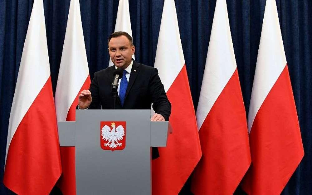 El presidente de Polonia, Andrzej Duda, da una conferencia de prensa el 6 de febrero de 2018 en Varsovia para anunciar que firmará una controvertida ley sobre el Holocausto que ha desatado tensiones con Israel, Estados Unidos y Ucrania.(AFP PHOTO / JANEK SKARZYNSKI)