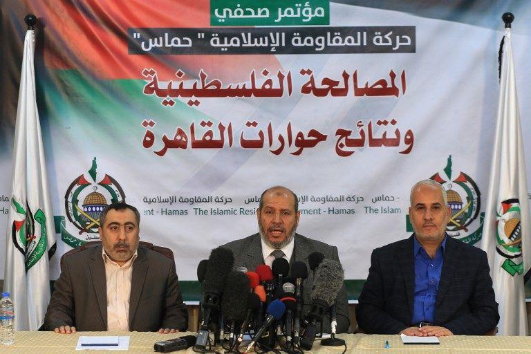 El portavoz de Hamas Fawzi Barhoum, a la derecha, asiste a una conferencia de prensa con un alto funcionario de la organización, Khalil al-Hayya, en la ciudad de Gaza, el 27 de noviembre de 2017. (AFP / MOHAMMED ABED)