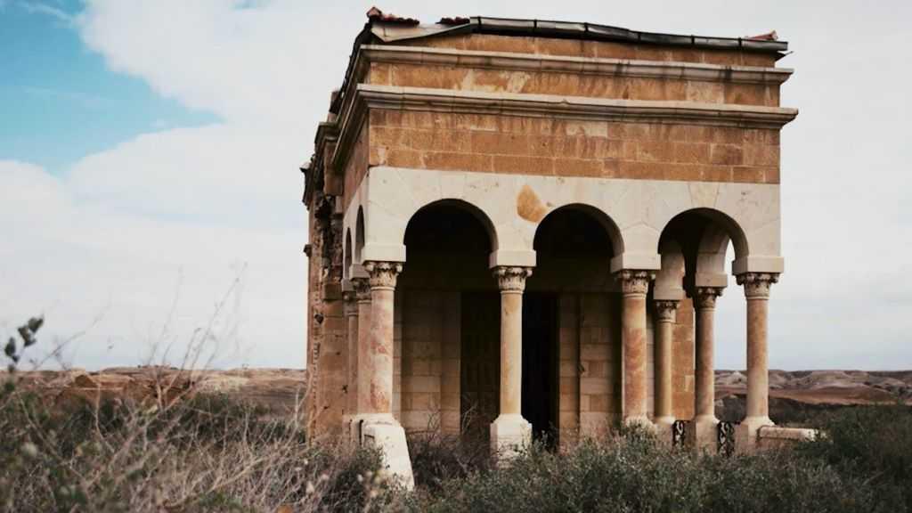 La iglesia ortodoxa armenia en Qasr al-Yahud, el sitio en el río Jordán donde muchos cristianos creen que Jesús fue bautizado. (Captura de pantalla de YouTube)