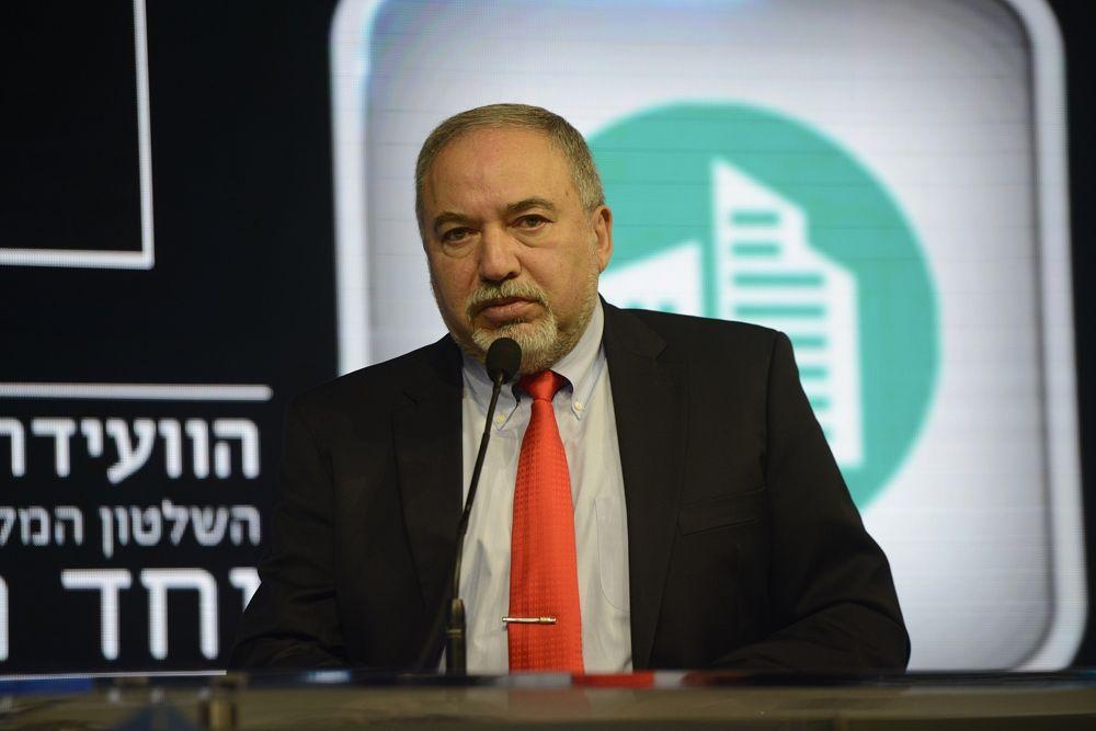 Citando la crisis de los misiles en Cuba, Liberman insinúa que Israel volverá a golpear a Irán en Siria