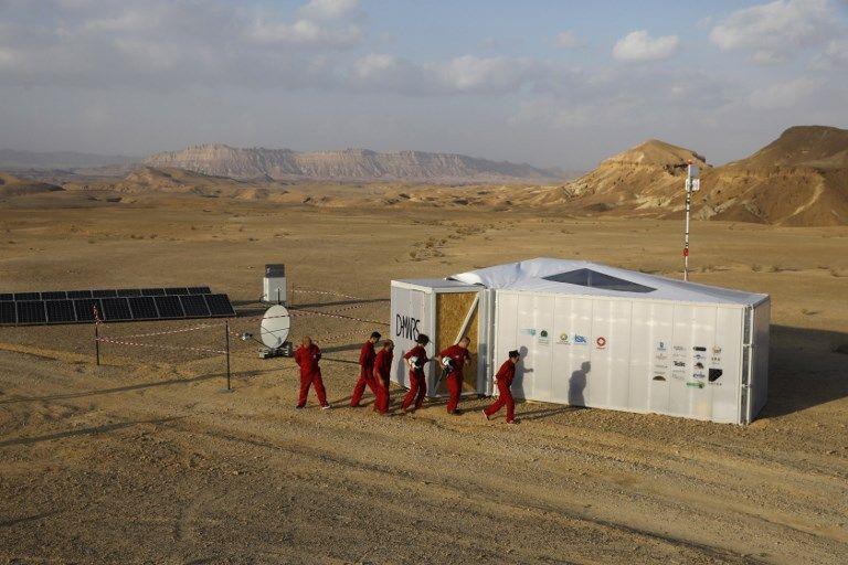 Los astronautas análogos israelíes comienzan su misión en el Proyecto D-MARS el 18 de febrero de 2018 (AFP / MENAHEM KAHANA)