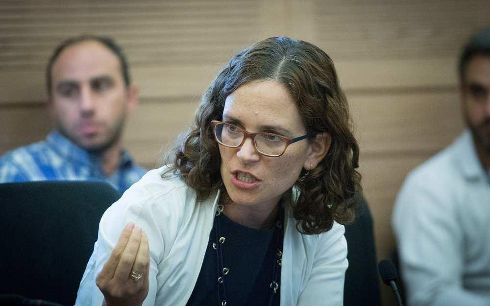 MK Kulanu, Rachel Azaria participa en la reunión del Comité de Finanzas de la Knesset el 6 de noviembre de 2017. (Miriam Alster / Flash 90)