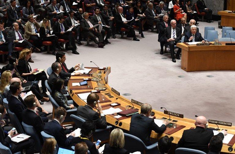 El presidente de la Autoridad Palestina, Mahmoud Abbas (R), habla en el Consejo de Seguridad de las Naciones Unidas, el 20 de febrero de 2018. (AFP Photo / Timothy A. Clary)