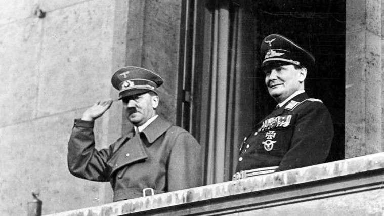 Adolf Hitler y Hermann Goering el 16 de marzo de 1938 (crédito de la foto: CC BY-SA / Bundesarchiv, Bild 183-2004-1202-504 / Wikimedia)