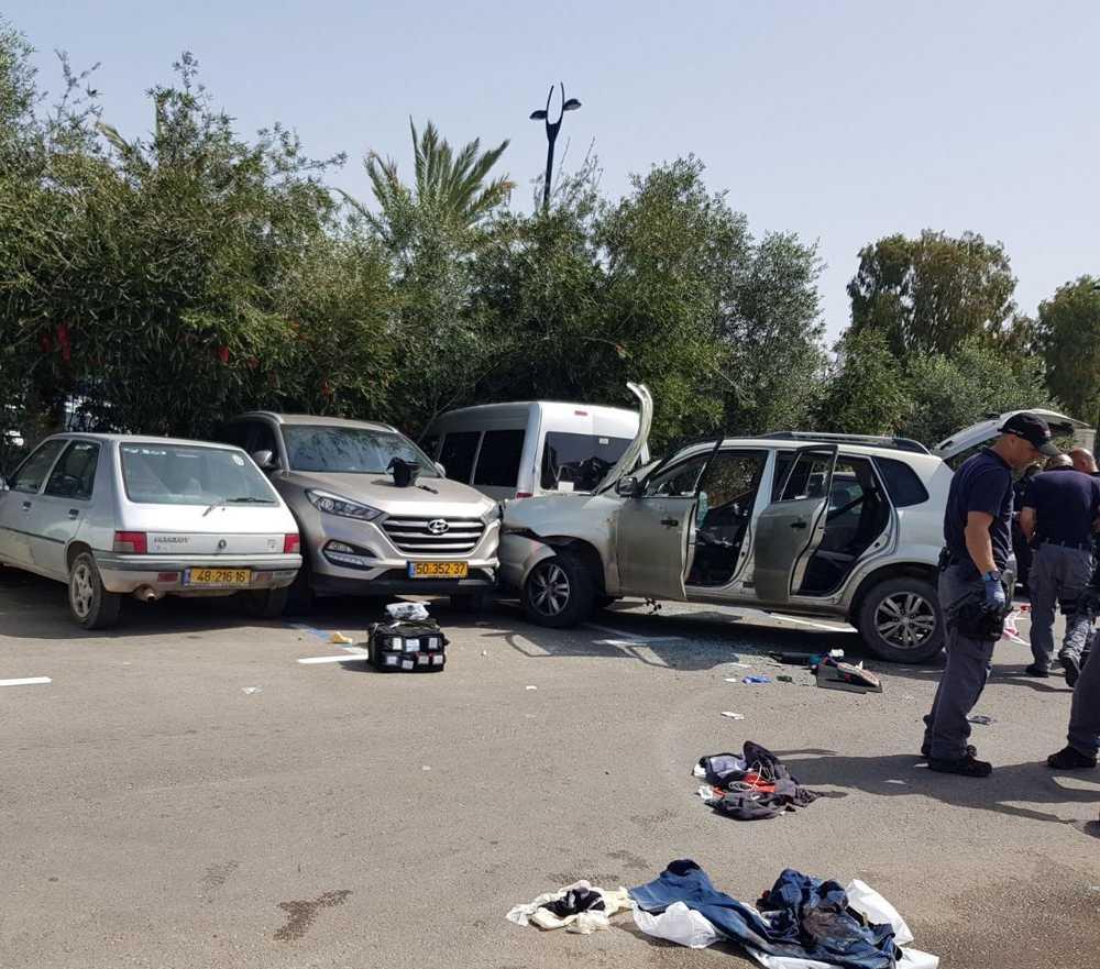 Las consecuencias de un presunto ataque con coche en la ciudad norteña de Acre el 4 de marzo de 2018. (Magen David Adom)