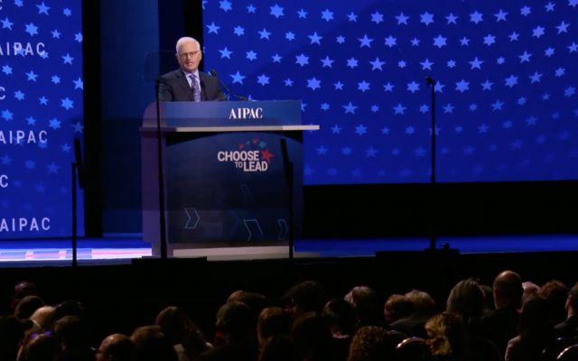 El director ejecutivo de AIPAC, Howard Kohr, se dirige a la conferencia sobre políticas del lobby, 4 de marzo de 2018 (captura de pantalla de Aipac)