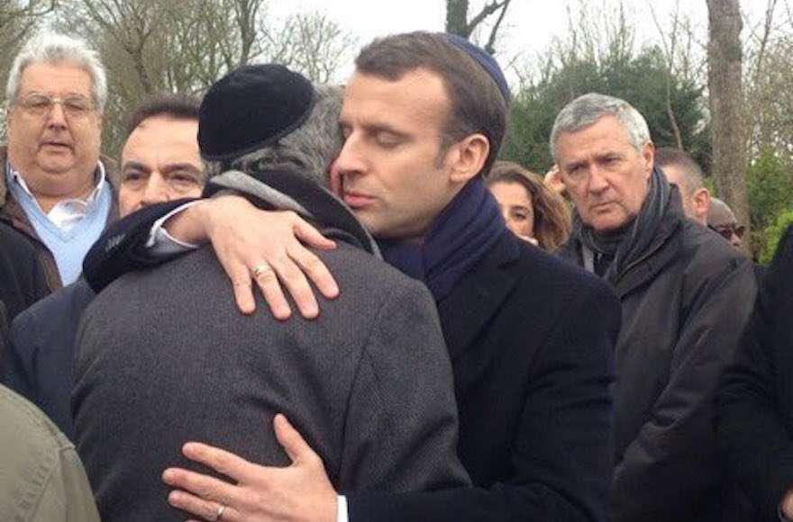 El presidente francés Emmanuel Macron en el funeral de la sobreviviente del Holocausto asesinada Mireille Knoll, 28 de marzo de 2018. (Abraham Ben Isaac / Twitter, vía JTA)