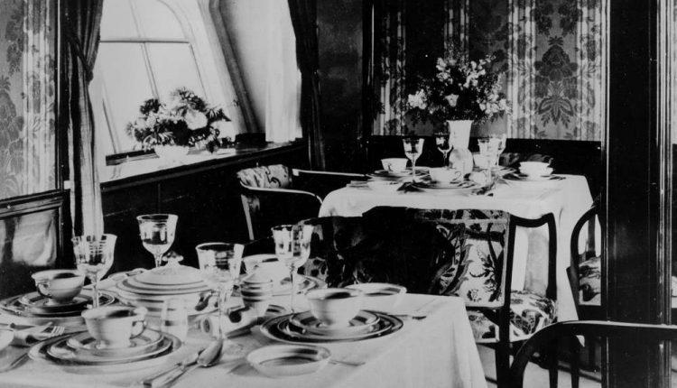 El salón se transforma en un comedor a bordo de la aeronave alemana Graf Zeppelin alrededor de 1928. La ubicación no se conoce.(Foto AP)