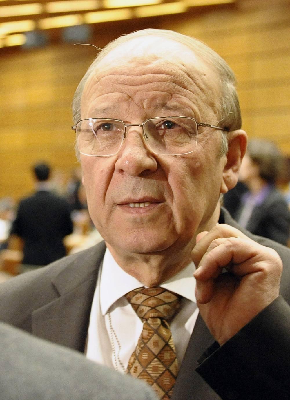 Ibrahim Othman, miembro de la delegación de la República Árabe Siria, en una reunión de la Junta de la Agencia Internacional de Energía Atómica, IAEA, en el Centro Internacional de Viena, el 27 de noviembre de 2008. (AP Photo / Hans Punz)