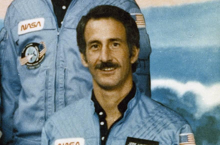 Jeffrey Hoffman en 1985, año en que fue a una misión de la NASA al espacio y leyó una porción de la Torá.(NASA / Wikimedia Commons vía JTA)