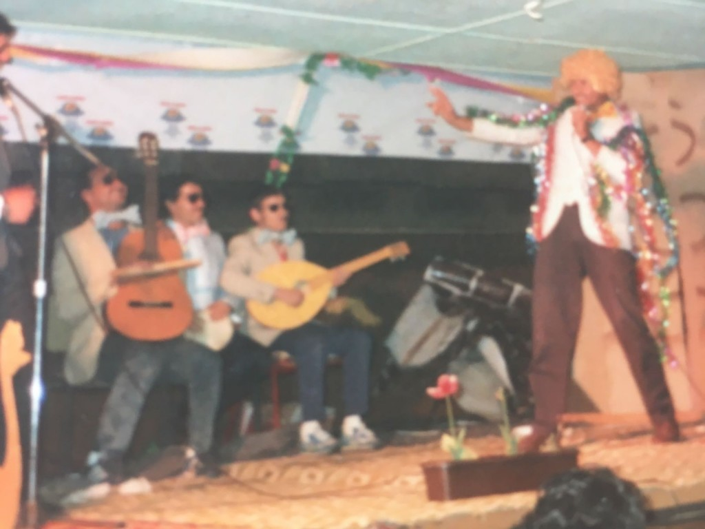 "La fiesta de Purim la noche antes del rescate.El esketch de la Tropa número 3.De izquierda a derecha: Avi D., Aharon Eksol, Ofer S., Charlie Chelouche Z""L.(Foto: Mark Granat)"