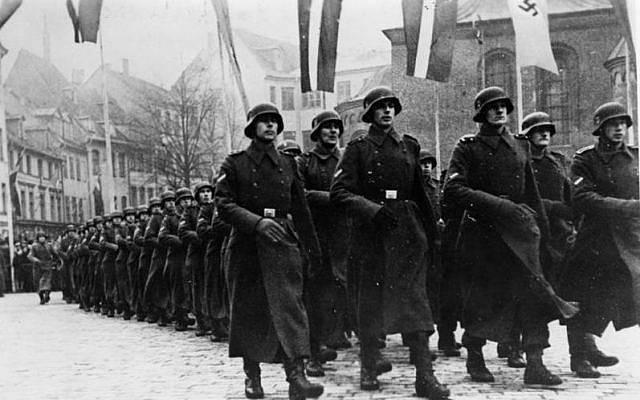 La legión de voluntarios SS de Letonia en desfile en 1943 (Bundesarchiv, Bild 183-J16133 / CC-BY-SA 3.0)