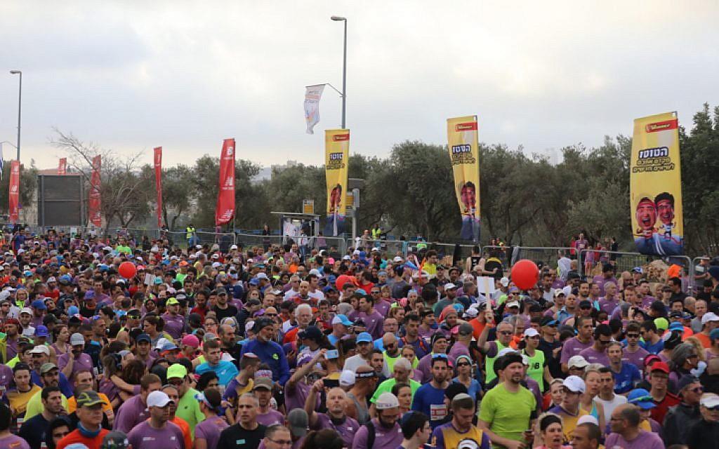 Los corredores participan en la maratón internacional de Jerusalem el 9 de marzo de 2018. (Flash 90 vía el municipio de Jerusalem)