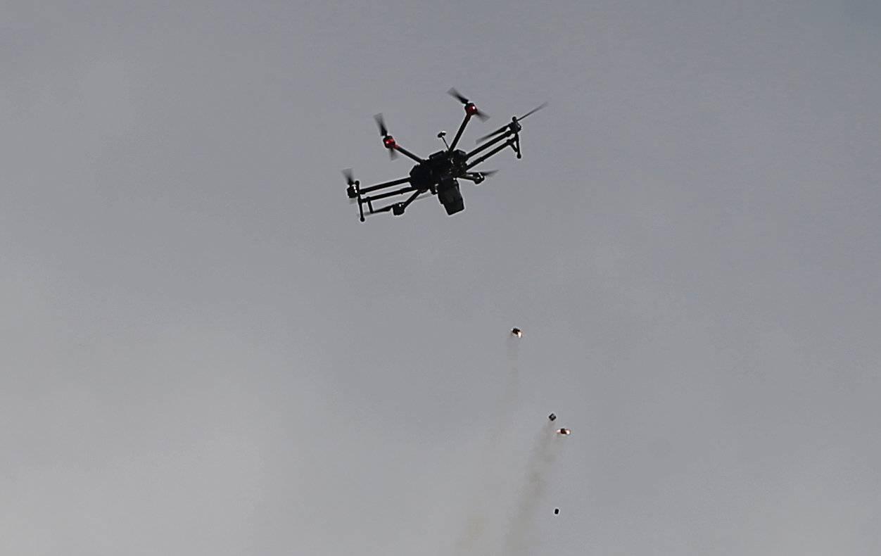 Dron israelí dispersa disturbios con gas lacrimógeno. (Reuters)