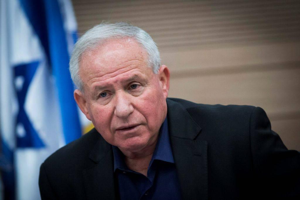 MK Avi Dichter del Likud, habla en una reunión del Comité de Asuntos Exteriores y Defensa de la Knesset en la Knesset, el 22 de febrero de 2017. (Yonatan Sindel / Flash 90)