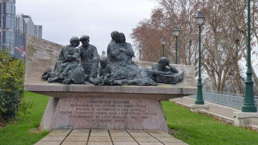 Un monumento al Vel d'Hiv Roundup, en el Quai de Grenelle en París.(CC BY-SA Leonieke Aalders, Commons de Wikimedia)