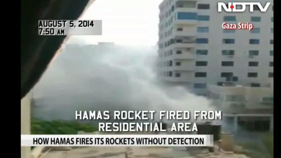 El equipo de televisión indio filma el lanzamiento de cohetes de Hamas desde el área residencial de la ciudad de Gaza, 5 de agosto de 2014 (captura de pantalla de NDTV)