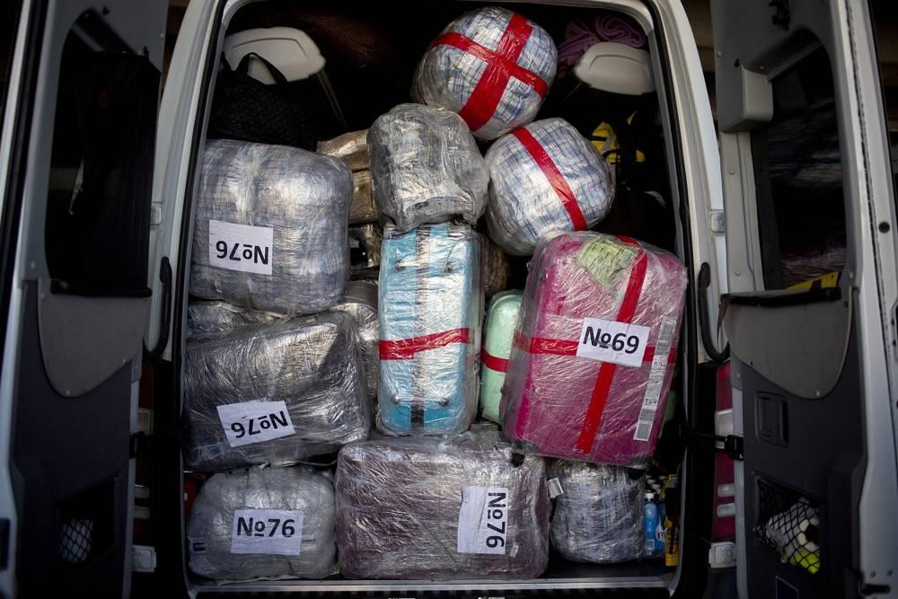 En esta foto del 30 de enero de 2018, se cargan maletas pertenecientes a nuevos inmigrantes judíos de Ucrania, financiados por la Confraternidad Internacional de Cristianos y Judíos, en un automóvil en el aeropuerto Ben Gurion cerca de Tel Aviv, Israel.(AP Photo / Ariel Schalit)