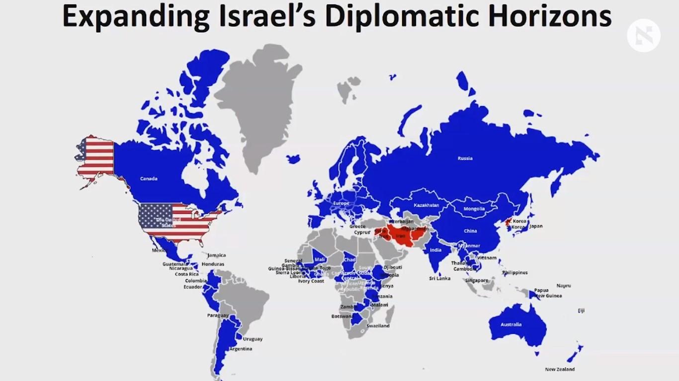 """""""Estamos pintando el mundo de azul"""" dijo el Primer Ministro Netanyahu, mientras mostraba esta representación en su discurso en AIPAC-2018"""