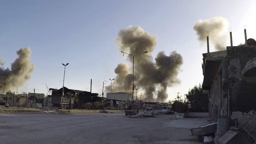 El humo se eleva en Duma después del ataque con agente químico por parte de las fuerzas de Assad. (Foto: AP)