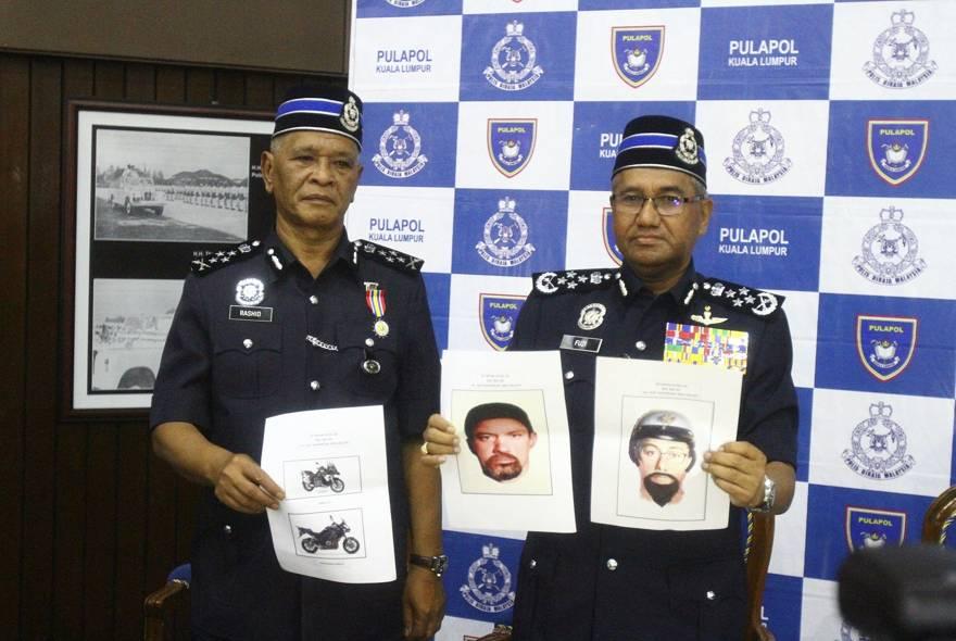 El inspector general de la Real Policía de Malasia, Mohamad Fuzi Harun, a la derecha, muestra dos imágenes de sospechosos del asesinato de un hombre de Hamas durante una conferencia de prensa en Kuala Lumpur, Malasia, el lunes 23 de abril de 2018. (AP)