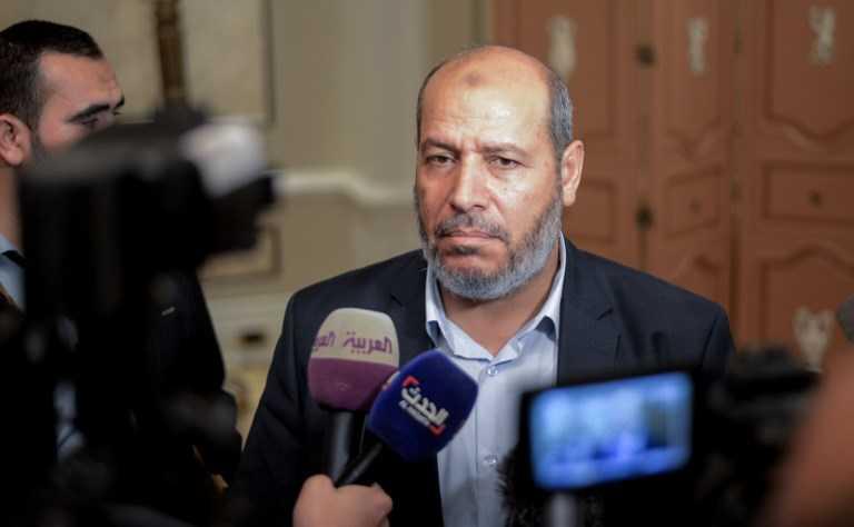 El líder político de Hamas Khalil al-Hayyahabla durante una conferencia de prensa al final de dos días de charlas a puertas cerradas a las que asistieron representantes de 13 partidos políticos líderes celebrados en la capital egipcia, El Cairo, el 22 de noviembre de 2017 (AFP PHOTO / MOHAMED EL- SHAHED)