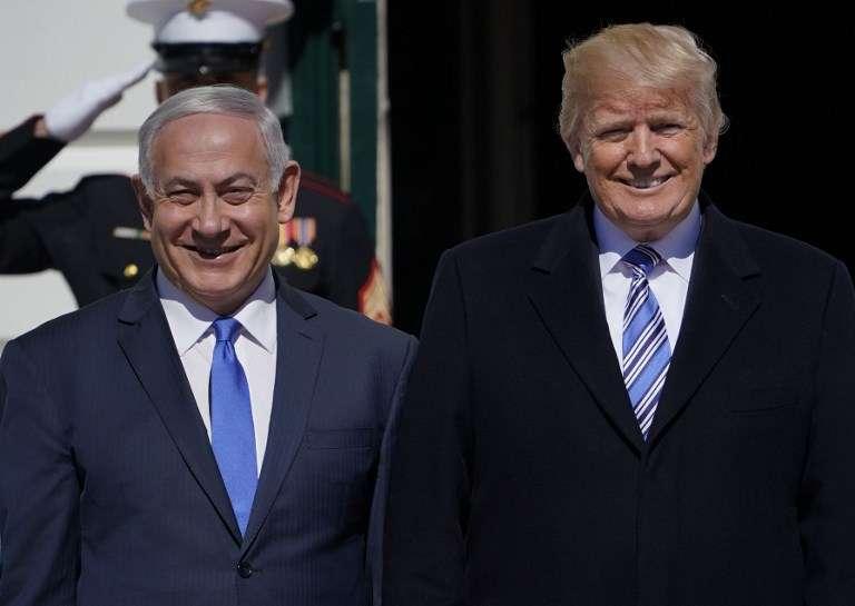El presidente de los Estados Unidos, Donald Trump, da la bienvenida al primer ministro israelí, Benjamin Netanyahu, a la Casa Blanca el 5 de marzo de 2018 en Washington, DC.(AFP PHOTO / Mandel NGAN)